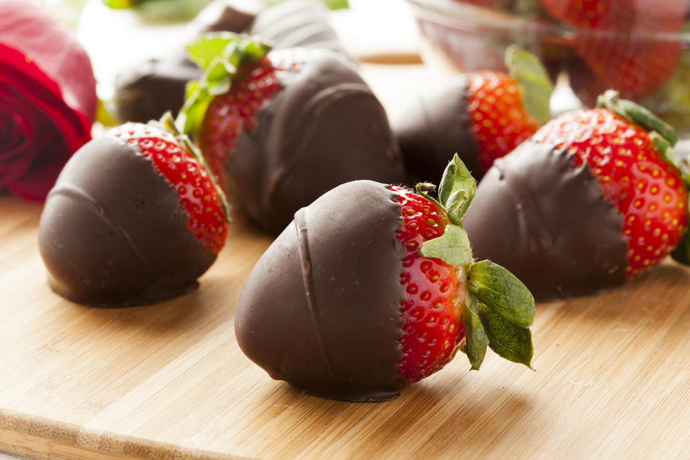 Juicy Chocolate Covered Strawberries - Snack Rules
